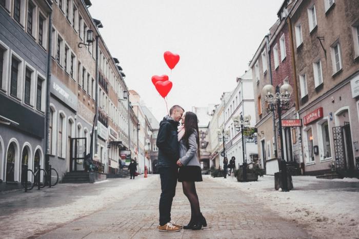 parejas enamoradas en el dia de san valentin, fotos románticas para usar como postales de amor y sorprender a tu pareja