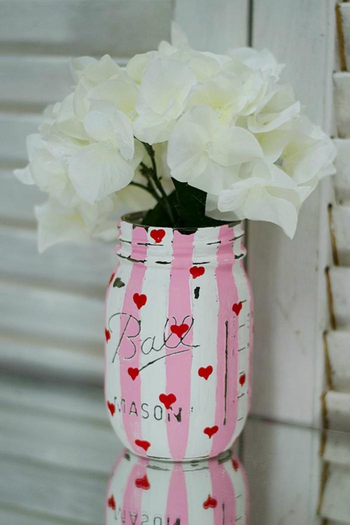 frasco pintado para el dia de san valentin, decoracion efecto desgastado estilo vintage, fotos de decoracion casera DIY