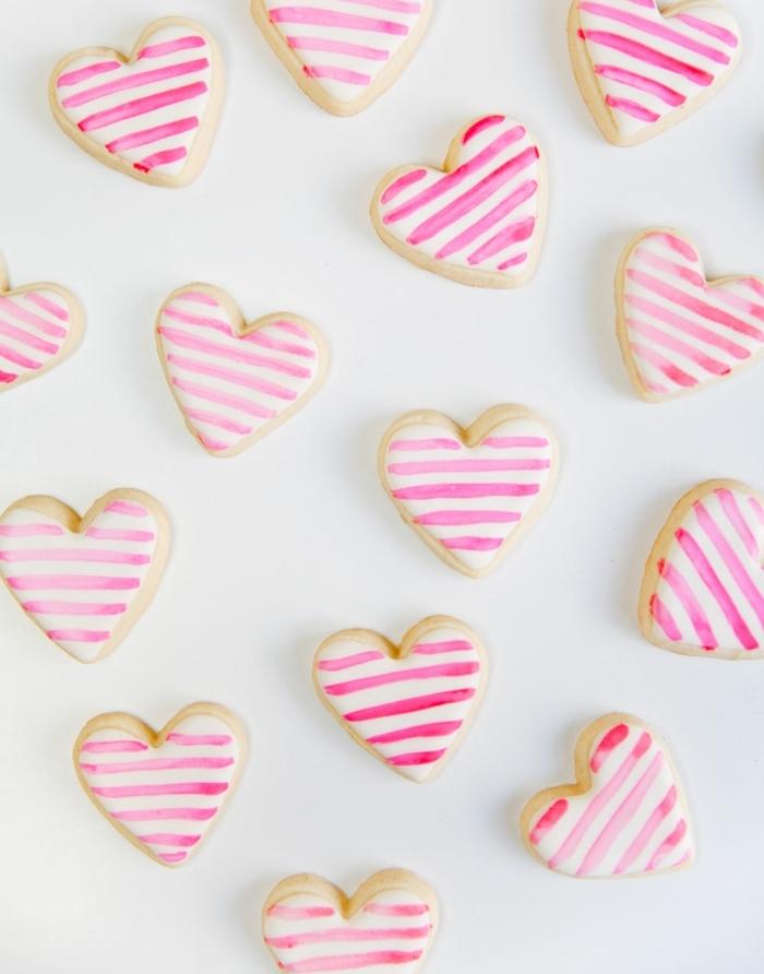 bonitas ideas de detalles para san valentin personalizados para regalar a tu pareja, galletas con glaseado blanco decoradas