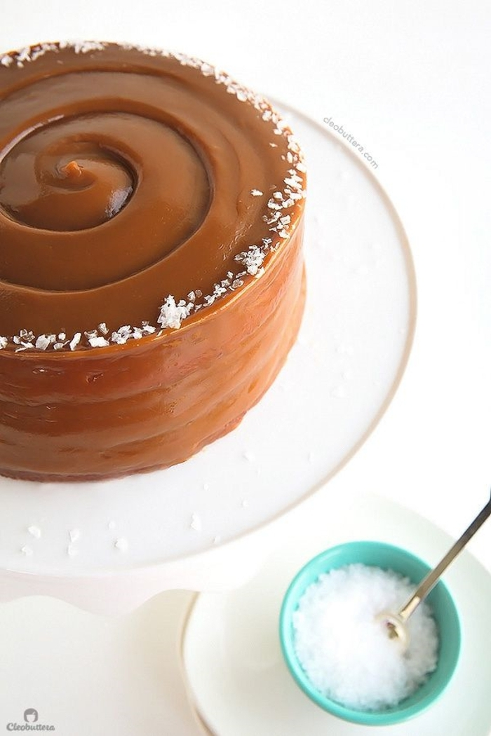 cake flavor and decoration ideas, caramel icing cake and coconut zest, homemade cake ideas