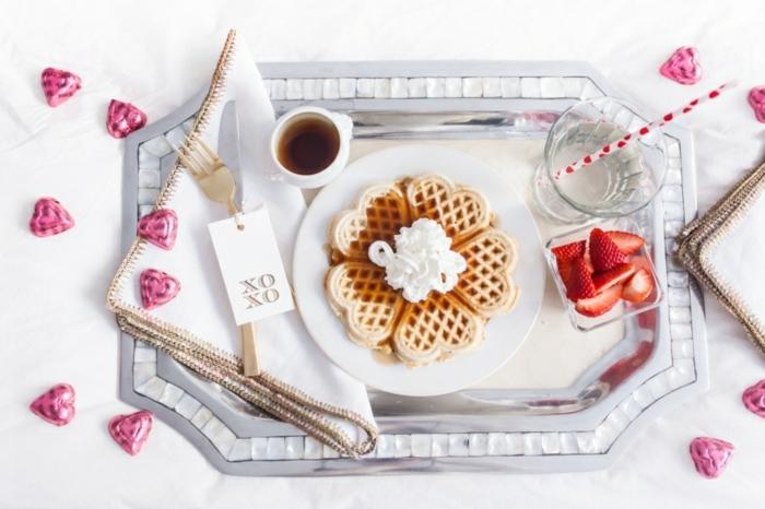 desayuno romántico con gofres, las mejores ideas sobre como preparar una comida romántica para dos en el dia de san valentín