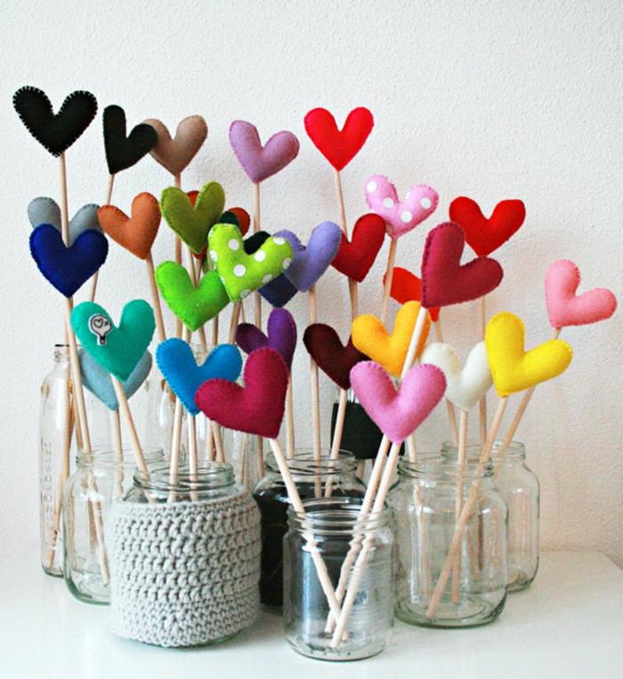 ejemplos de regalos de san valentin para hombres, decoracion casera para el dia de san valentin, corazones de fieltro