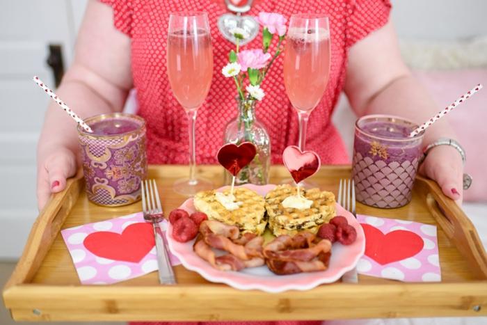 ideas para un brunch san valentin, como preparar desayunos originales y fáciles de hacer para el dia de los enamorados