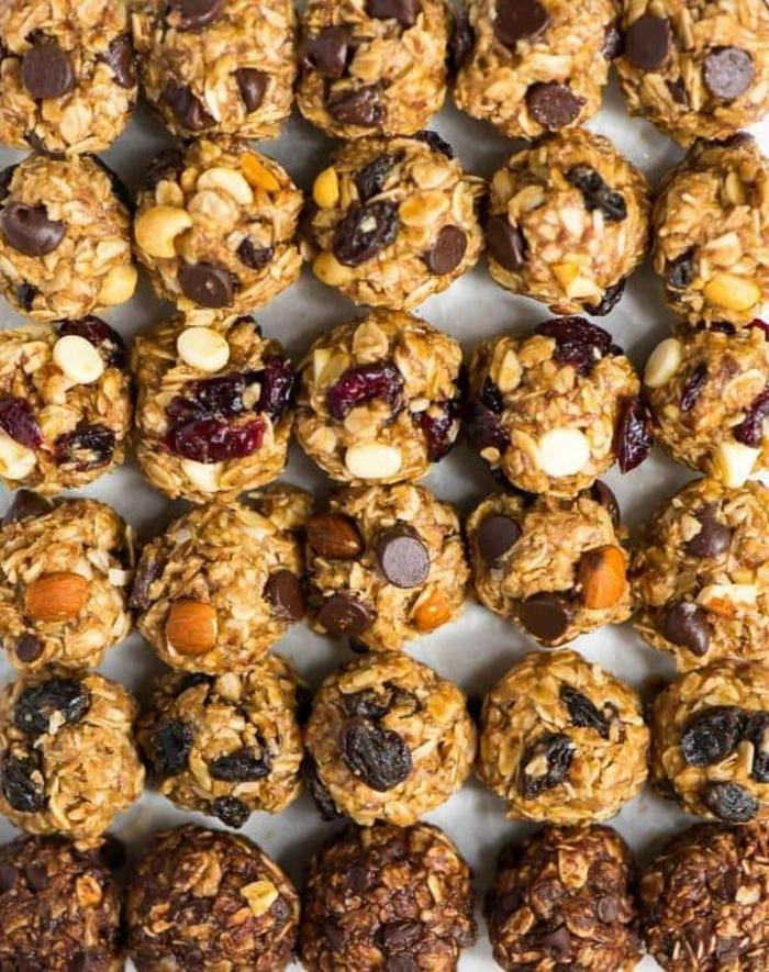 bolas energeticas con chocolate, chispas, avena, ideas de recetas saludables y faciles de hacer para aprender a comer sano