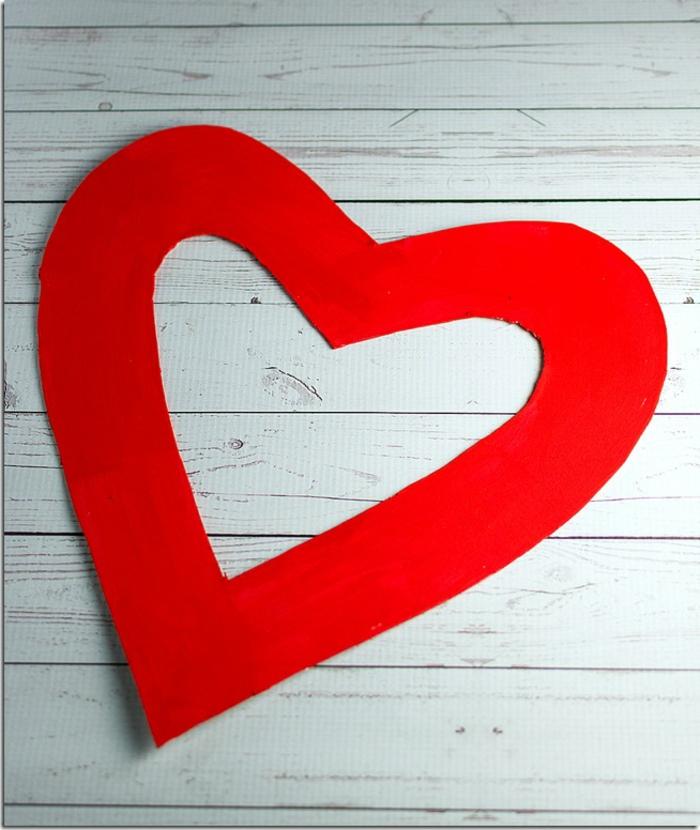 como hacer una una corona de papel en forma de corazon con rosas paso a paso, fantasticas ideas sobre como sorprender a tu novio
