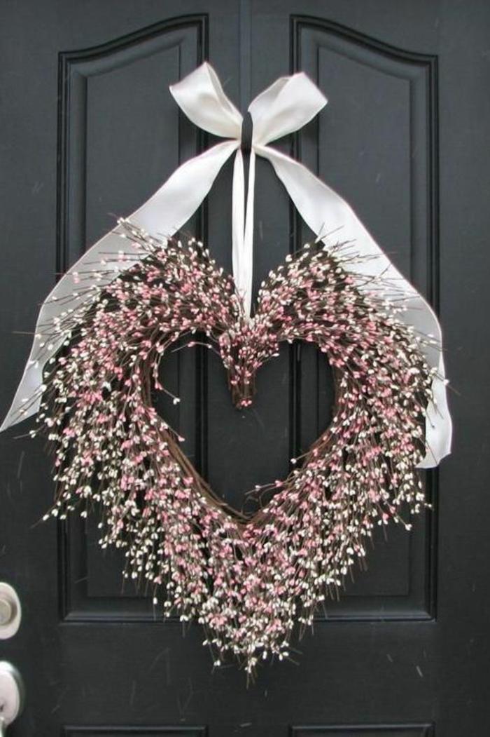 corona decorativa de flores de campo en forma de corazón para decorar la entrada de tu hogar, decoracion original