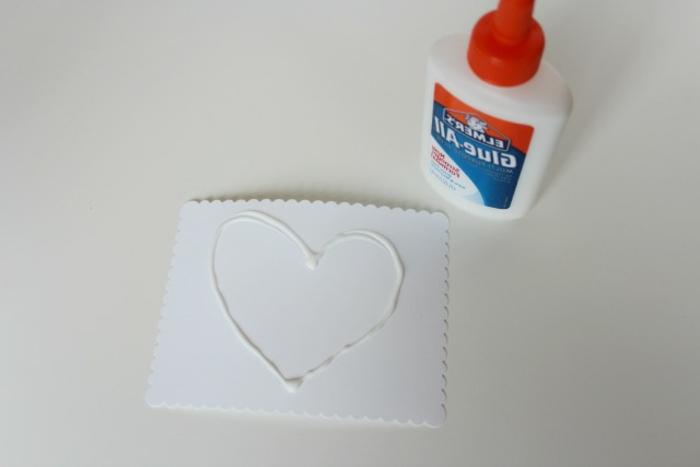 técnicas rápidas, fáciles y originales para hacer tarjetas san valentin especiales, fotos de tutoriales para hacer tarjetas DIY