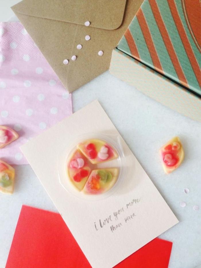 tarjetas originales y regalos para hombres en san valentin, regalos temáticos para el dia de los enamorados, te quiero más de pizza