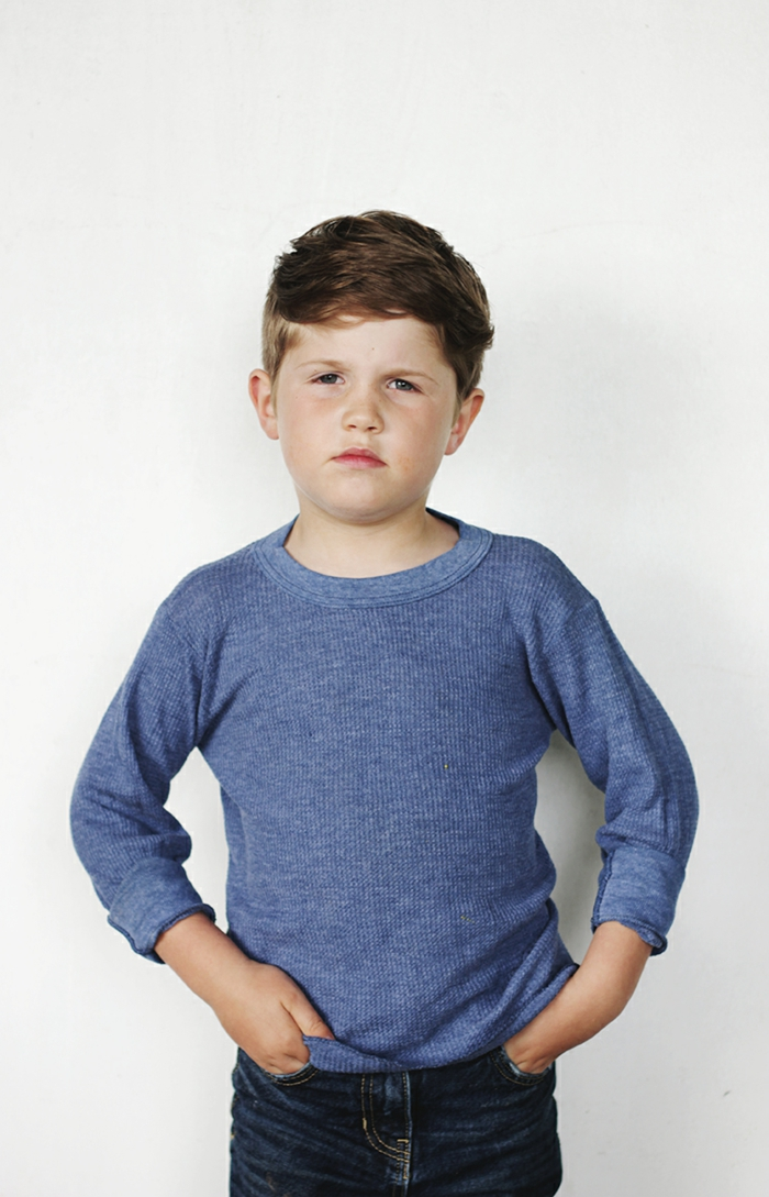 imagenes con ideas de cortes de pelo para niños, corte de pelo corto, flequillo lateral pelo ligeramente rizado, cortes de pelo rizado