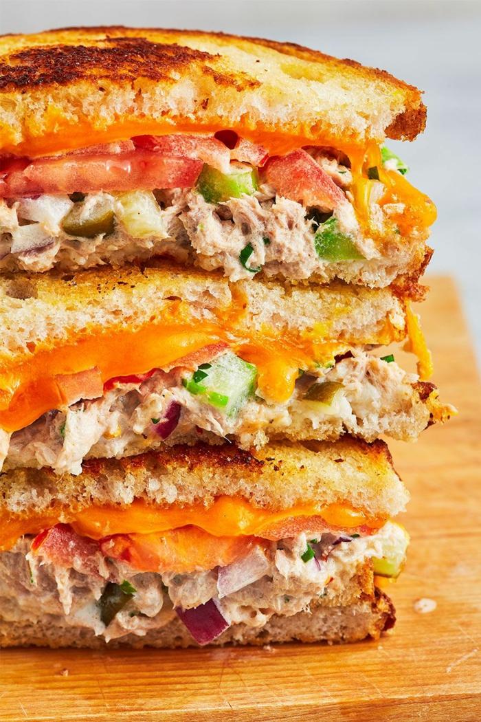 la mejor receta de bocadillo con atún, bocadillo con tostadas de pan integral, comidas frias y fáciles de preparar en casa