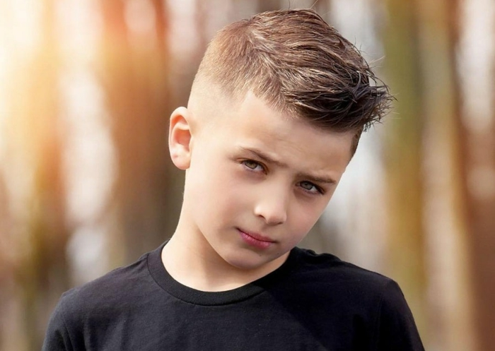 originales ideas de corte de pelo niño, versiones del corte de pelo halcon, fotos de niños con peinados modernos
