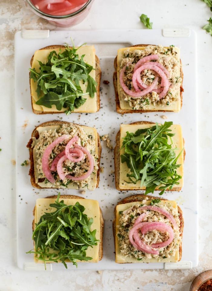 bocadillos con mozzarella, arúgola, cebolla roja, comidas frias y bocadillos para almorzar en la oficina, ideas de comidas