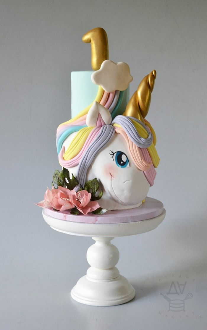 preciosa tarta para primer cumpleaños, pastel unicornio original en diferentes colores, fotos de tartas super originales