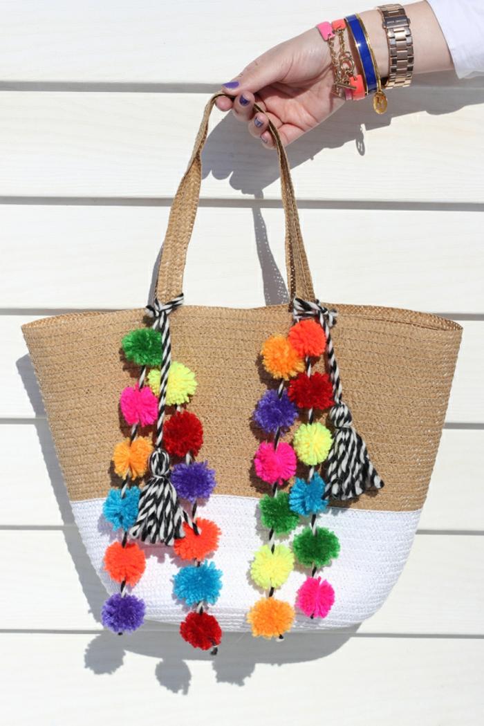 coloridas propuestas sobre como decorar un bolso con pompones coloridos, bolsas reutilizables para frutas y verduras