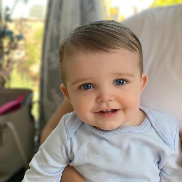 cortes de pelo corto para niños y bebés, cortes elegantes con flequillo lateral, las mejores ideas de cortes de pelo para pequeños