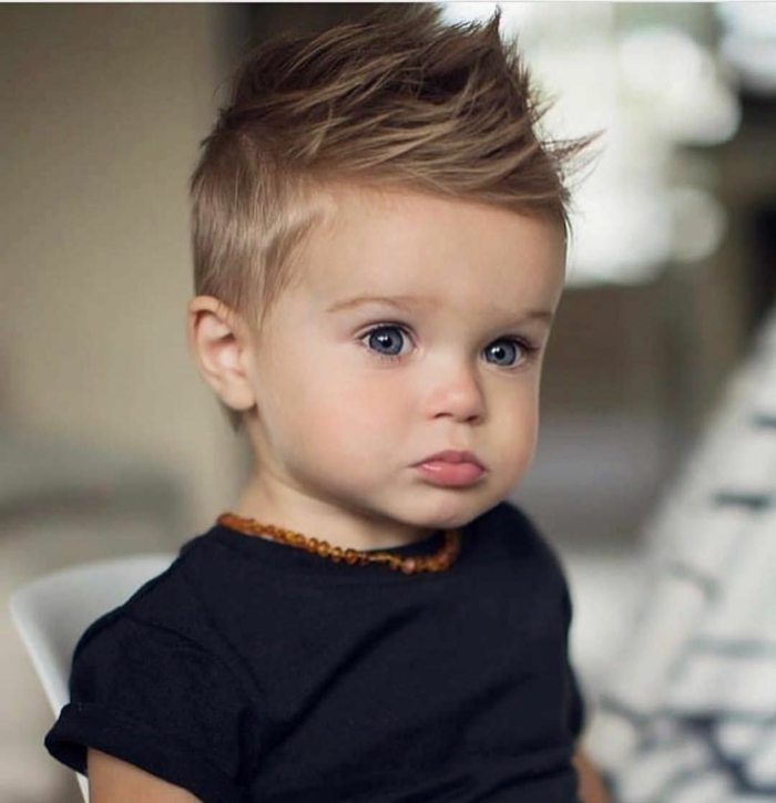corte de pelo para bebé, peinados y cortes de pelo con flequillo largo y texturizado, ideas de peinados fáciles y rápidos con laca
