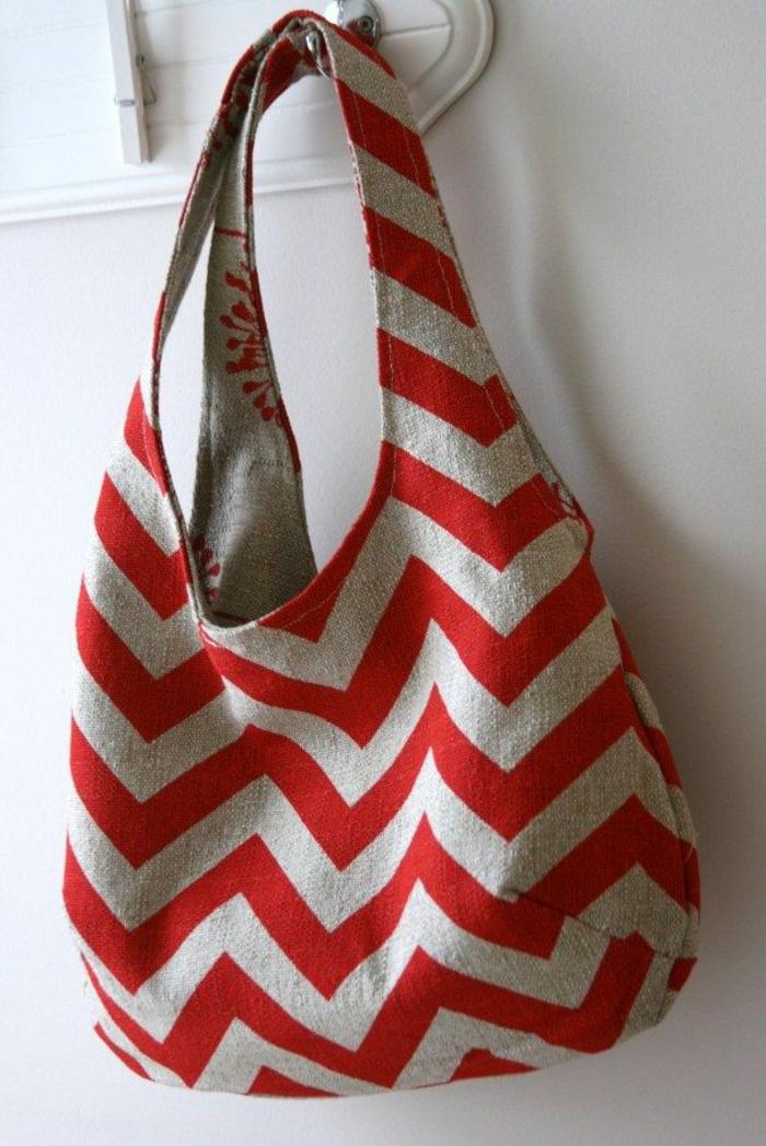 bolsa en color gris y rojo, originales ideas sobre como hacer un bolso de mano con tela reciclada, ideas de manualidades