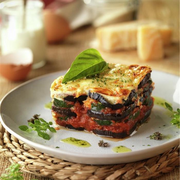 como preparar musaka griega con berenjenas y calabacines, originales ideas de comidas frias para llevar al trabajo