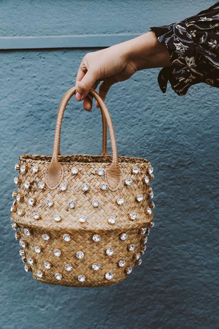 fantasticas ideas de tote bag tela y bolsos de mimbre bonitos, fotos de bolsos originales hechos a mano super originales
