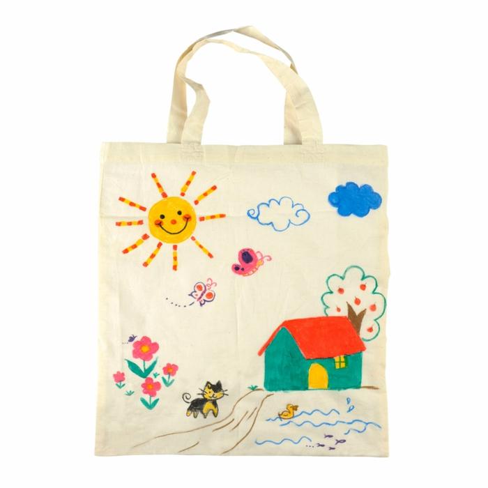 bolso de tela adornado de dibujos infantiles, fantasticas ideas de manualidades con reciclaje, como hacer bolsas reutilizables