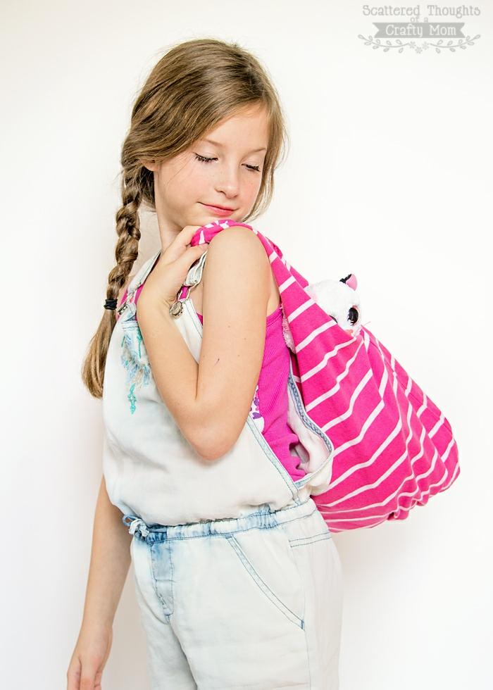manualidades para adultos con reciclaje, bonito bolso de tela reciclada, tela en color rosado con rayas blancas, ides de manualidades