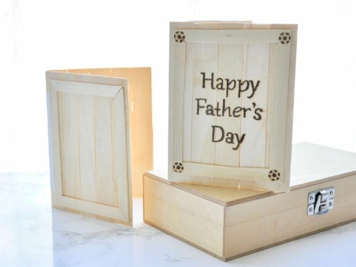 originales ideas de tarjetas para regalar, fotos de manualidades para regalar originales, tarjetas de madera originales