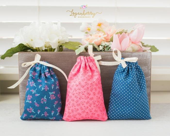 tres bolsas reutilizables hechas de tela reciclada, originales ideas de bolsas reutilizables para frutas y verduras DIY