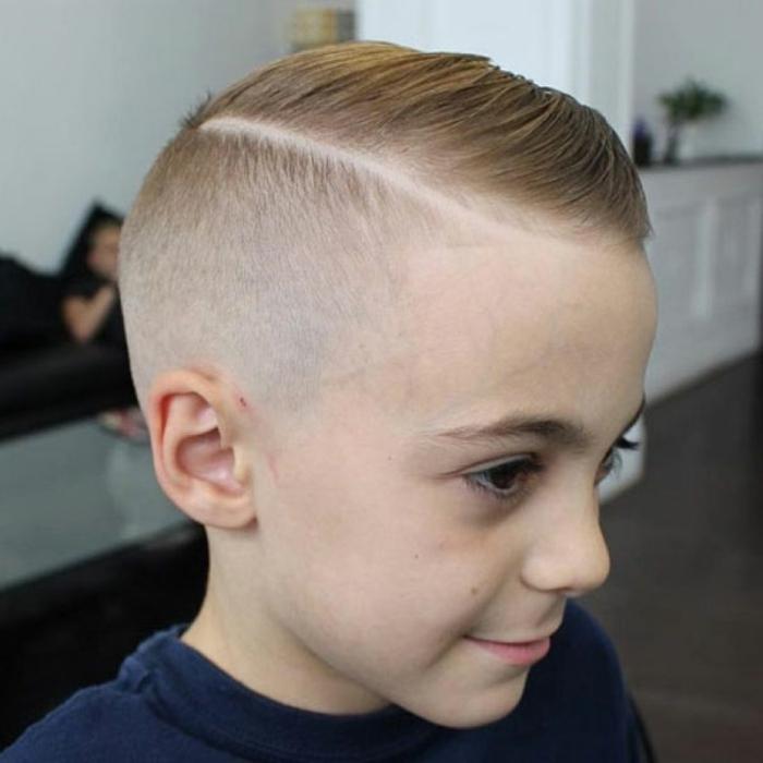 cortes de pelo con rayas modernas, cortes de pelo con flequillo, cabello rapado en las sienes, ideas de cortes de pelo
