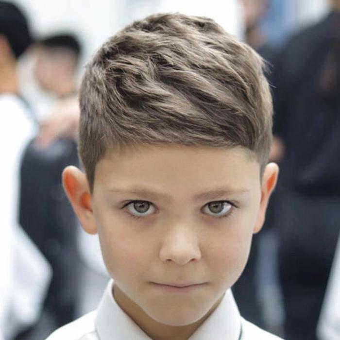 flequillo asimétrico en pelo ligeramente rizado, cortes de pelo con flequillo asimétrico, ideas de peinados y cortes pelo corto