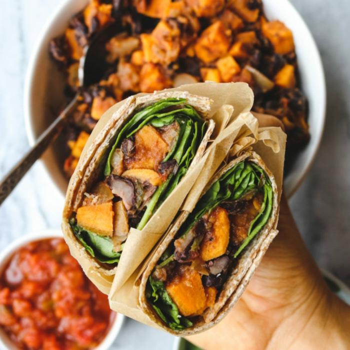 burritos con batatas cocidas, judías negras, salsa de tomates, comidas con proteinas originales en imagenes