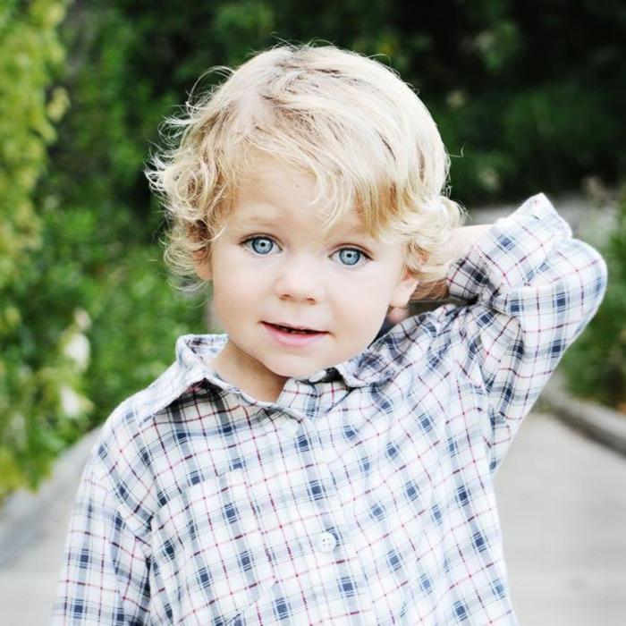 cortes de pelo largo y rizado, cortes de pelo con flequillo en foto, originales ideas de peinados para bebés y niños pequeños