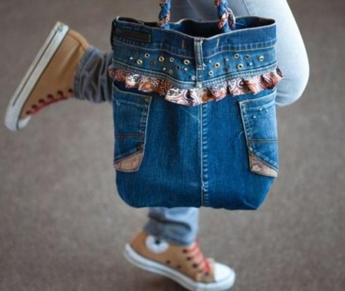 las ideas mas originales de bolsos de tela, como hacer un bolso de mano de tus vaqueros viejos, ideas de prendas