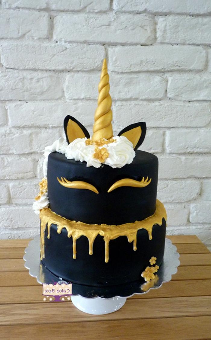 tarta de chocolate unicornio con glaseado negro, tartas caseras super estilosas, ideas para preparar tartas para celebraciones infantiles