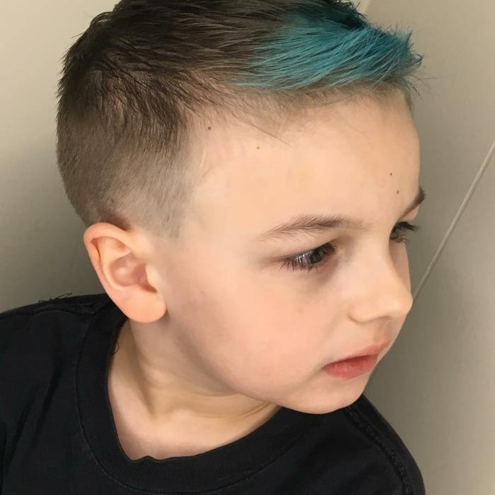 super originales ideas de peinados niños pequeños, fotos de niños con pelo teñido, cortes y peinados niños bonitos