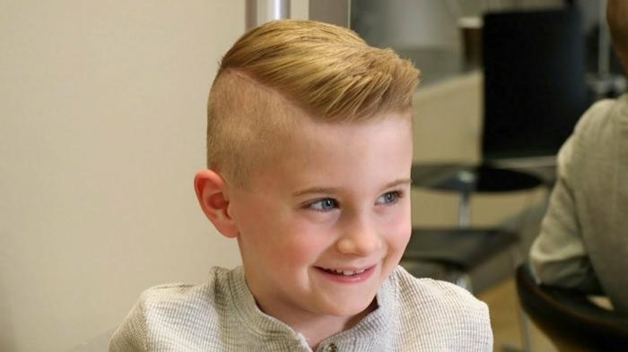 fotos de cortes de pelo y peinados originales, corte de pelo con sienes rapados y tupe, fotos de peinados niños pequeños