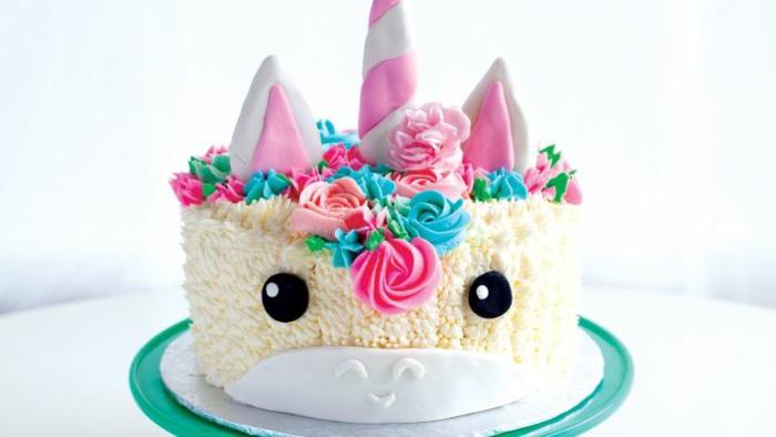tarta con crema espesa, decoraciones originales, tartas para niños, originales ideas de pasteles ricos y fáciles de hacer en casa