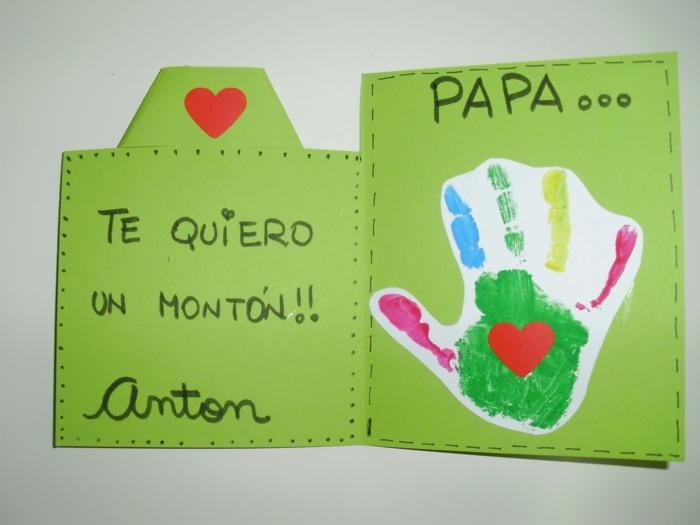 manualidades fáciles y rápidas para regalar, tarjeta colorida con palabras e amor, huella de mano colorida para regalar a papa