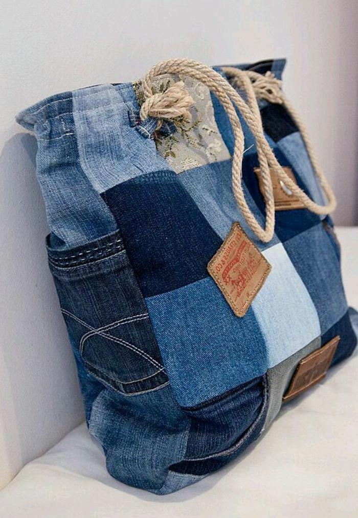 bolso tipo tote super original hecho de trozos de tela denim, fantasticas ideas de manualidades con tela faciles