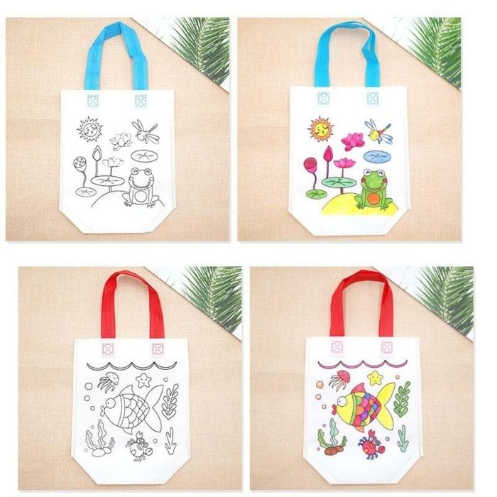 dos propuestas de bolsas reutilizables para ir de compras adornadas con bonitos dibujos, que regalar a una boda