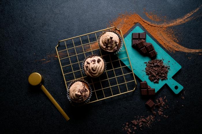 la mejor receta de magdalenas de chocolate con instrucciones paso a paso, postres fáciles y rápidos para preparar