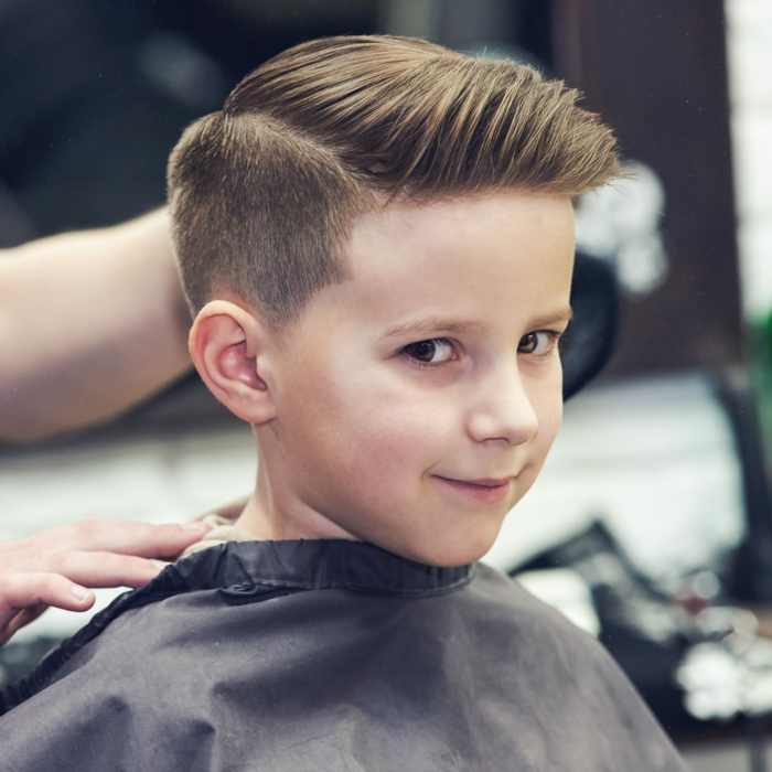 originales ideas de cortes de pelo con degradado, foto corte de pelo con tupé y sienes rapadas, propuestas tendencias en el pelo