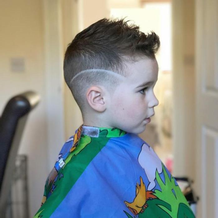 originales ideas de cortes con rayas para pequeños, fotos de cortes de pelo modernos en imagenes, ideas de cortes