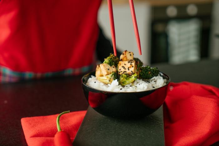 tofu asiatico, receta vegana paso a paso, como marinar tofu, recetas con arroz faciles y saludables para hacer en casa