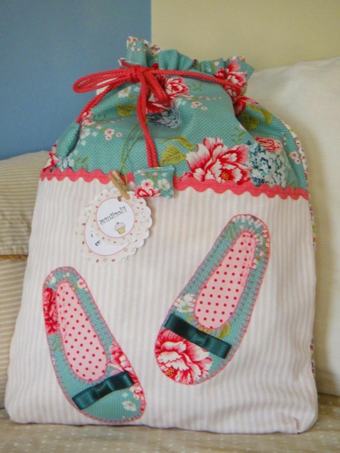 bolso DIY para regalar, alucinantes ideas sobre qué se puede hacer con los residuos de ropa que tienes amontonados en tu casa