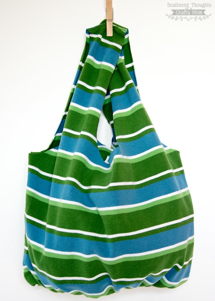 fantásticas ideas de manualidades para hacer en casa con tela reciclada, como hacer un bolso colorido de una camiseta
