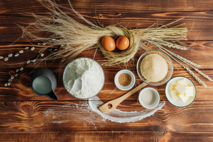 todos los ingredientes necesarios para preparar una mona de pascua, harina, hueves, manteequilla, las mejores recetas de postres