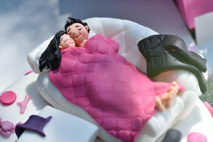 originales ideas de comida y bebida para despedida de soltera, tarta personalizada decorada, que hacer en una despedida de soltera