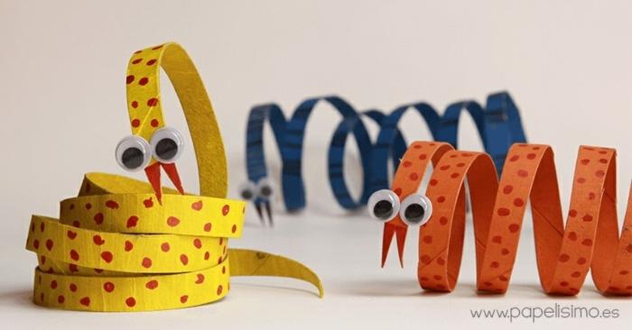 geniales ideas de manualidades en casa para hacer con tubos de carton, serpientes coloridos de rollos de papel higienico