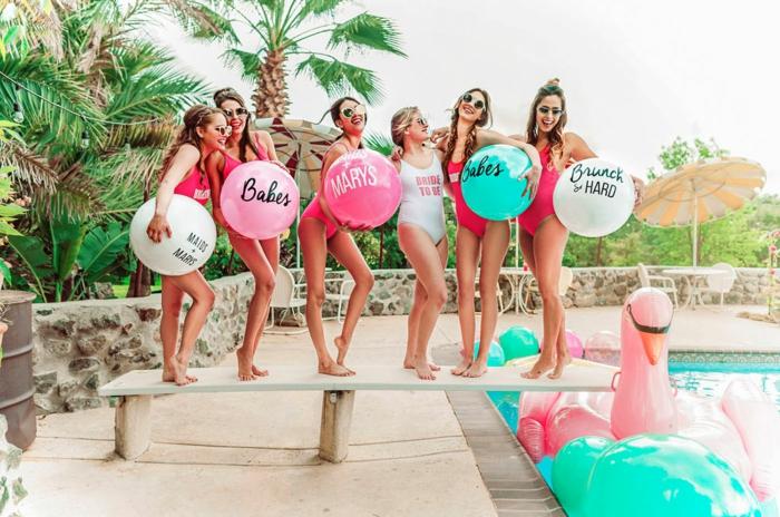 seis amigas en una fiesta, casa con piscina, ideas para despedida de soltera originales y divertidas, fotos con ideas