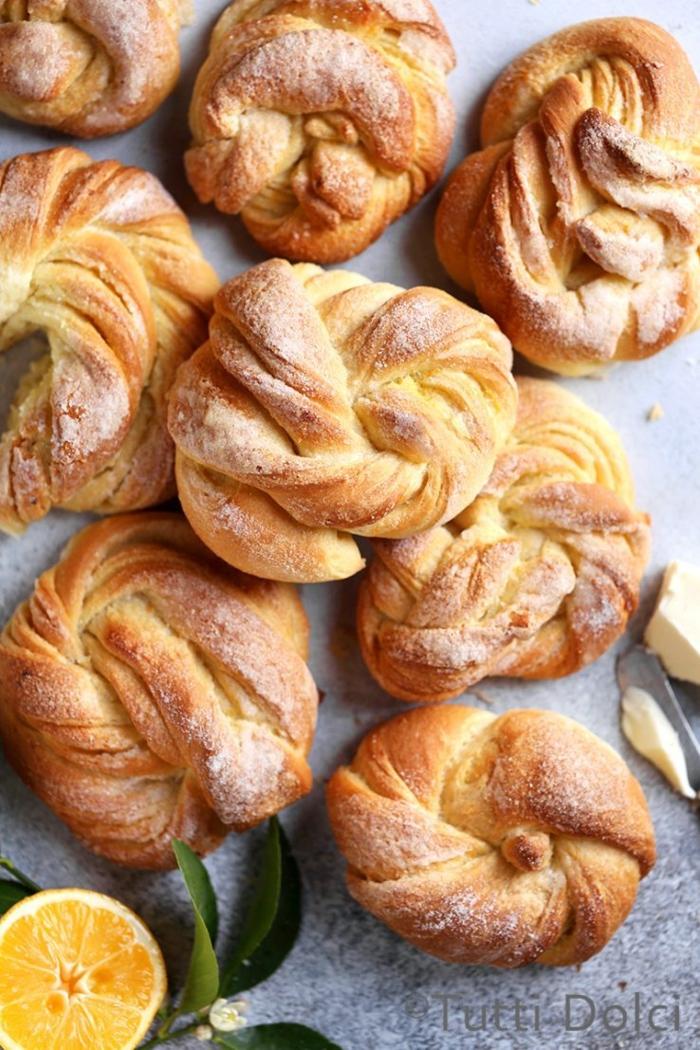 mini pan con azucar y limones, las mejores recetas para hacer en Pascua, receta mona de pascua en fotos paso a paso